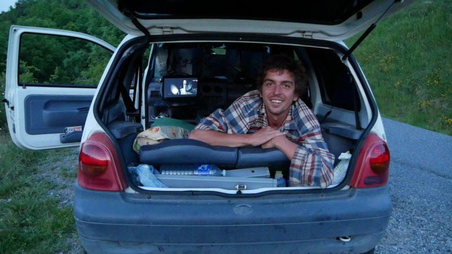 Twingo aménagée en mini camping car : le plus petit van du monde ?